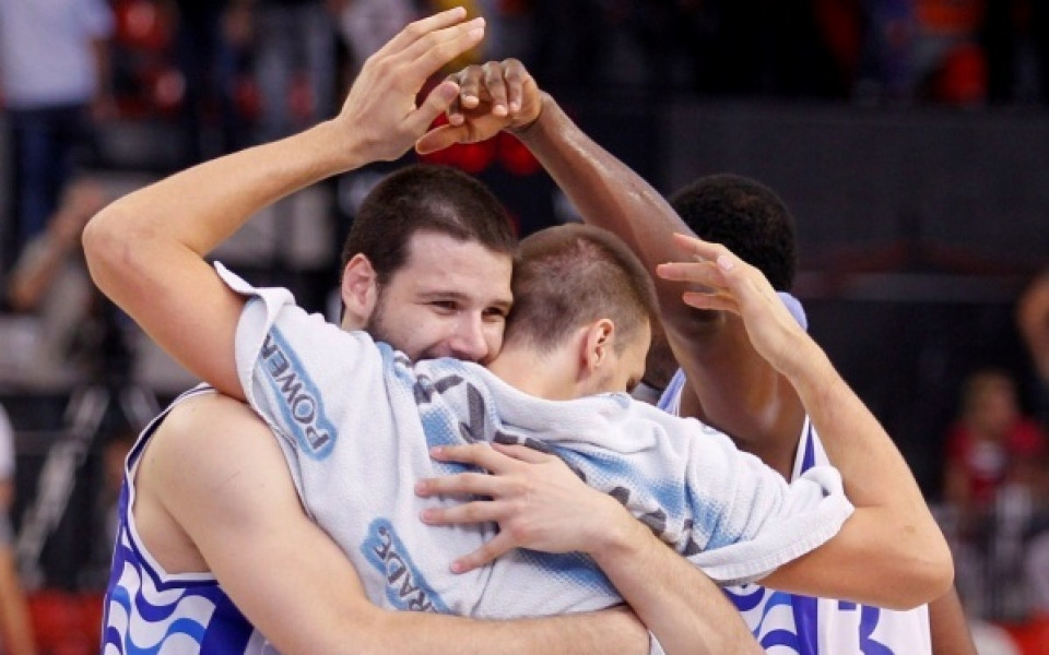 ВИДЕО: Футболните умения на баскет-национал влязоха в куриозите на 2011-та