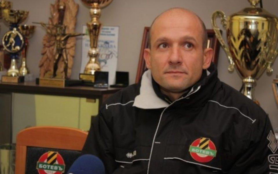 Радуканов: Футболистите осъзнават какво име е Ботев