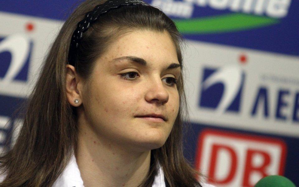 Ния Димитрова иска в Словения, очаква да платят правата й