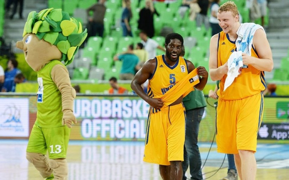 След фурора на Украйна, американският гард Джетър призна: Следя българския баскетбол