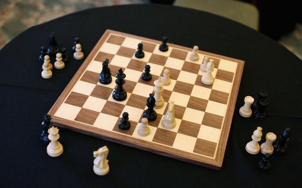 Веселин Топалов е лидер в турнира по ускорен шахмат в Данчжоу