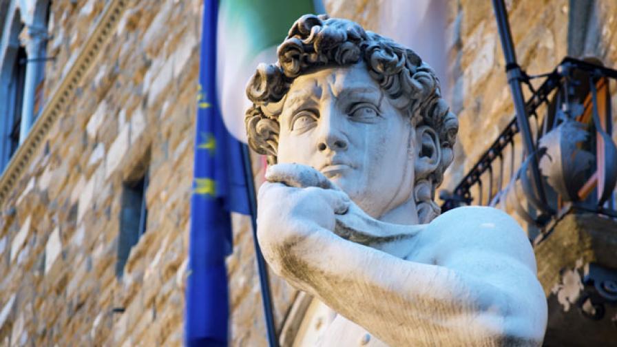 Има ли риск Давид на Микеланджело да падне заради слаби глезени