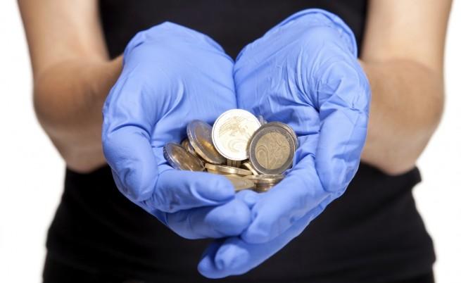 Учени: Парите са по-мръсни от седалката на тоалетната