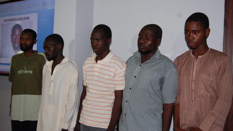 """Предполагаеми членове на """"Боко харам"""", задържани от нигерийската полиция"""