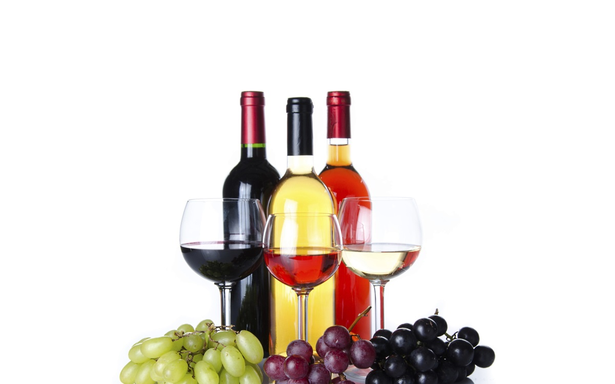 <p><strong>Вино</strong></p>  <p>Тъжна новина за любителите на виното. Климатичните промени застрашават тази гроздова напитка. Например в регионите, които традиционно се славят като производителни на вино, като Напа и Сонома в САЩ, климатът става вече прекалено горещ за отглеждане на винено грозде.</p>