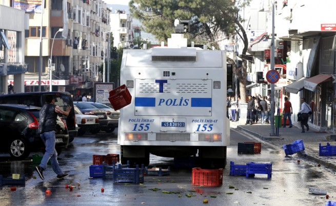 Турската полиция отново разпръсна протест със сила