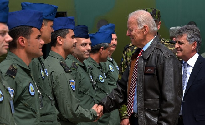 Джо Байдън посети военновъздушната база 90 Отопени