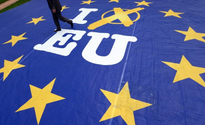 Евровотът започна – първи гласуват Великобритания и Холандия