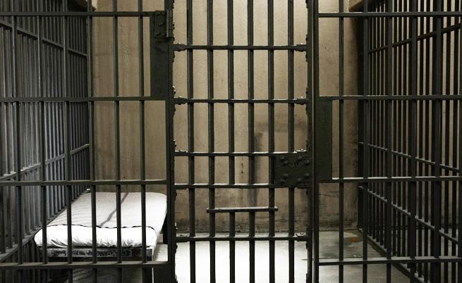 14 митничари остават в ареста за подкупи