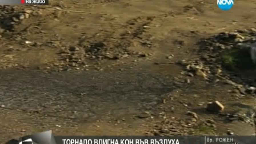 Торнадо в Петричко отнесе път в няколко села