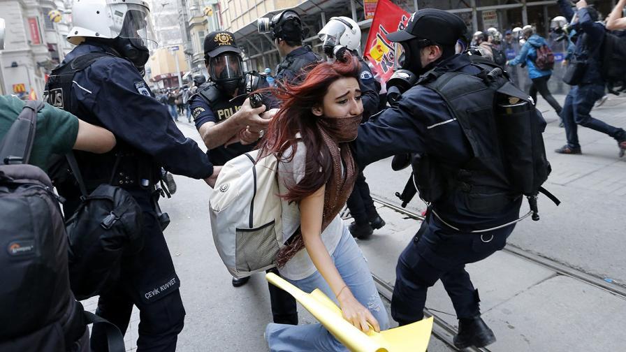 """Сълзотворен газ на първата година от сблъсъците за """"Гези"""""""