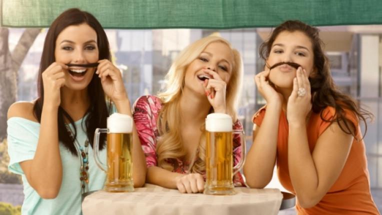 момичета коса жени забава веселие бира