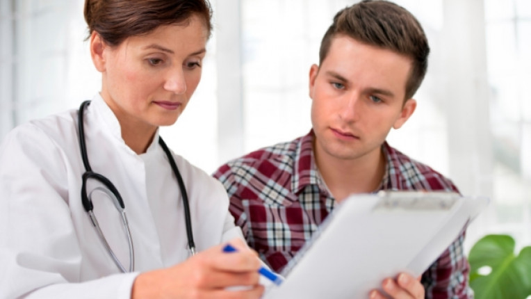 доктор лекар пациент преглед