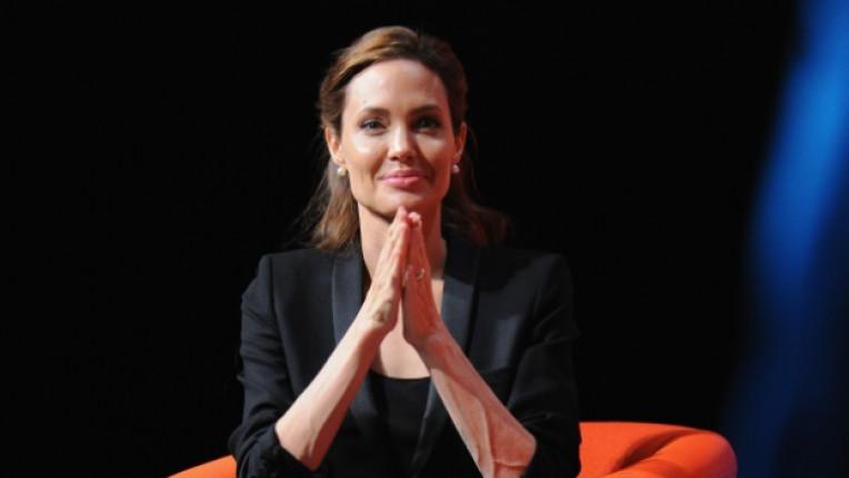 Анджелина Джоли актриса орден Елизабет II признание политика изнасилване
