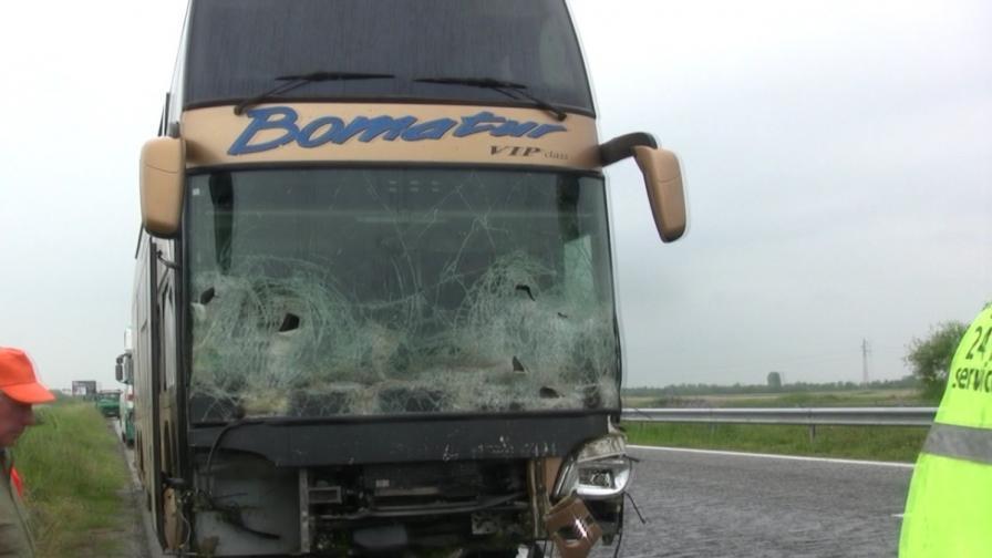 """Камион се обърна на магистрала """"Тракия"""""""