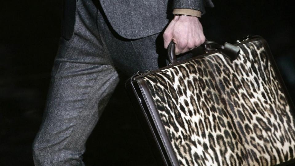 Мъжка чанта от леопардова кожа, висша мода. Сами преценете.