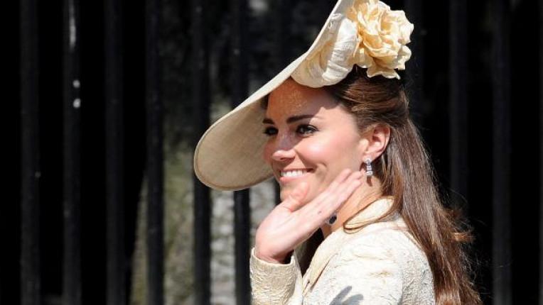 Херцогинята не слага повече от три цвята по себе си