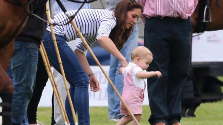 Кейт Мидълтън принц Джордж бебе Лондон кралско семейство принц Уилям
