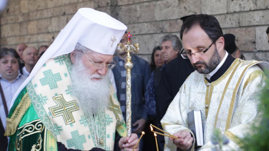 Патриарх Неофит и български се молят за пострадалите
