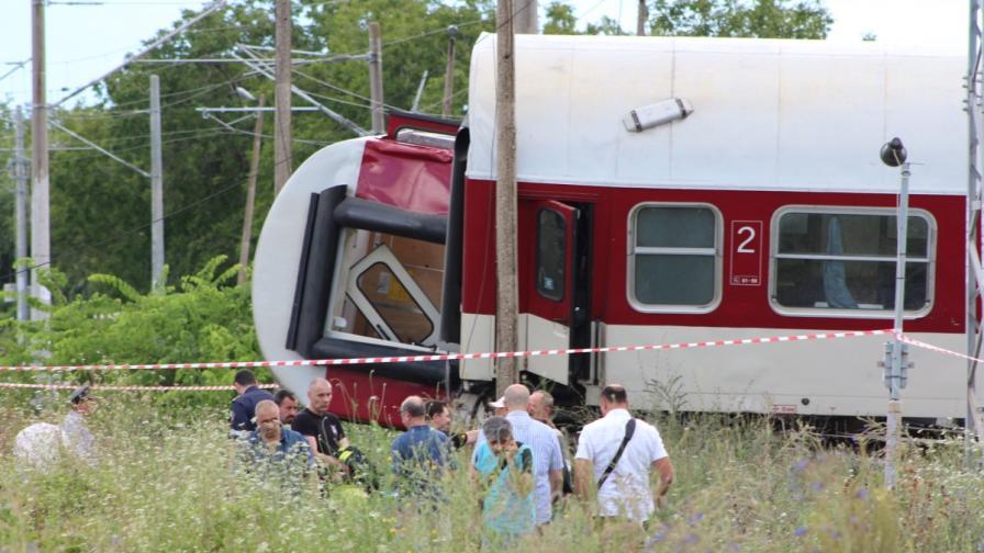 Влакът е дерайлирал до жп гарата на Калояновец