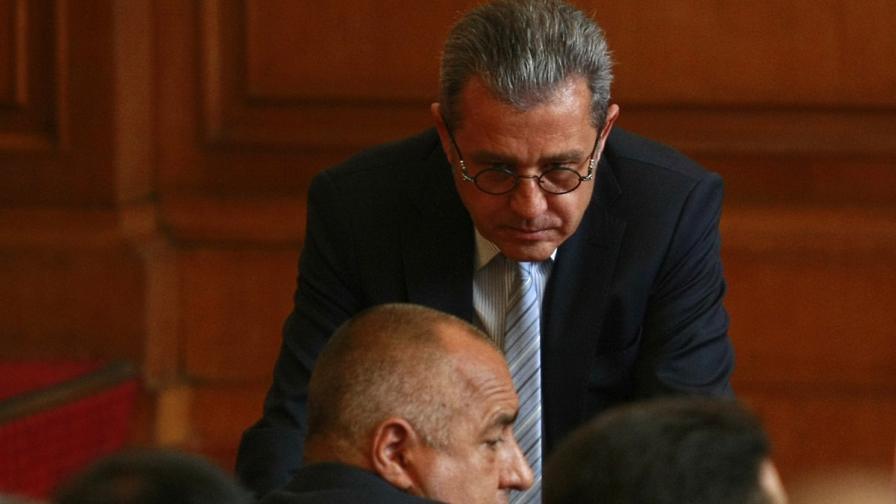 ГЕРБ и ДПС криминализираха говоренето за банки