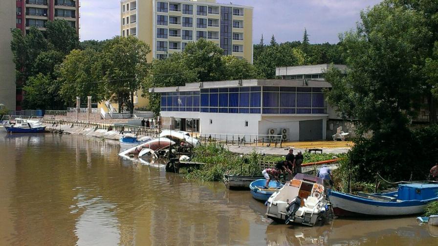 Придошлата Дяволска река е разрушила много рибарски лодки