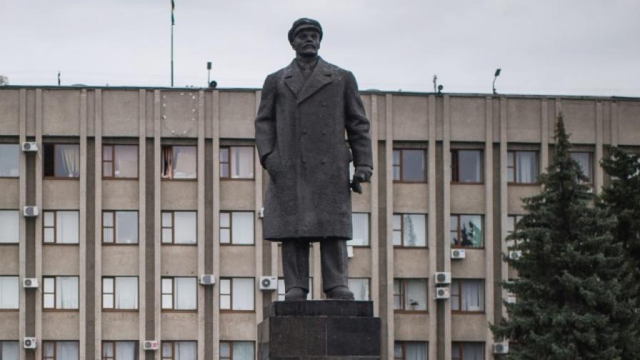 Обявиха паметник на Ленин за радиоактивен
