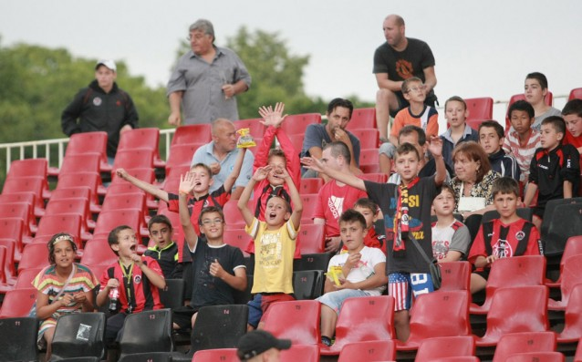 Феновете на Локо Сф не можаха да видят гол в мача<strong> източник: Gong.bg, Георги Димитров</strong>