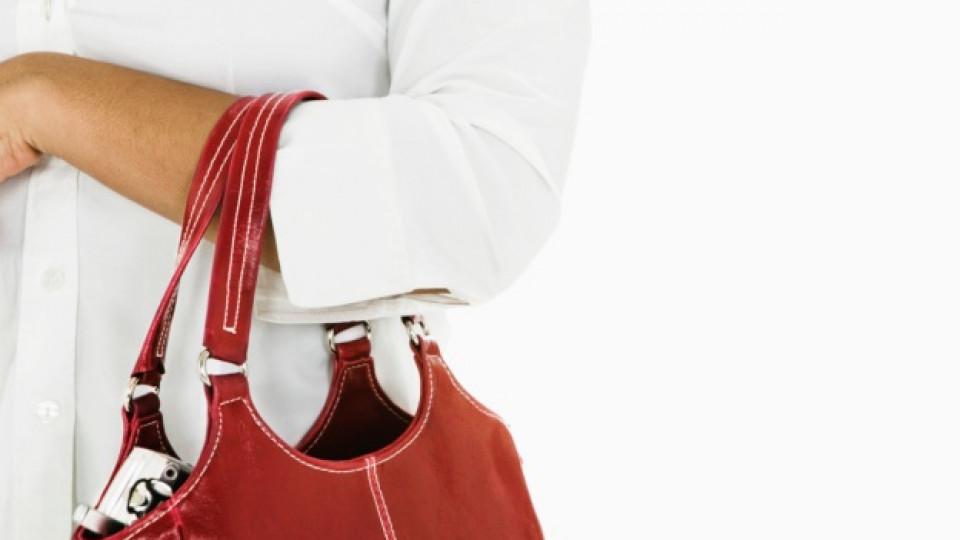 Дамска чанта с място за... бутилка вино!