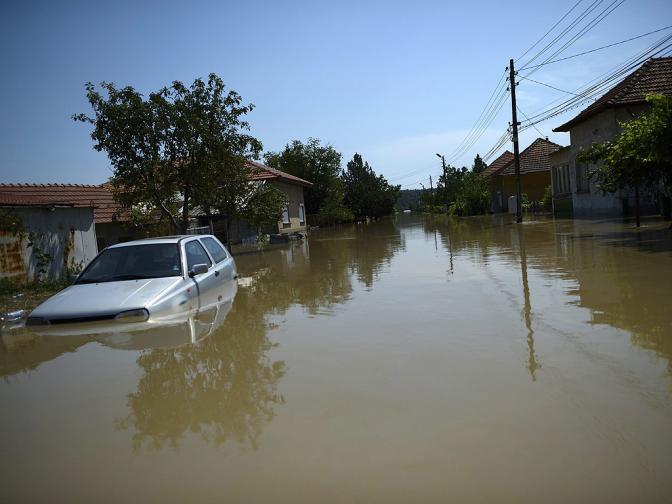 Над 40 къщи рухнаха в Мизия заради наводнението. Жандармерията поема охраната на града срещу мародерства