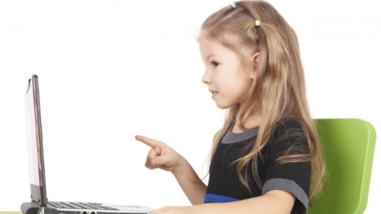 деца дете компютър техника лаптоп технологии