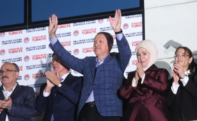 Ердоган: Турция се възроди от пепелта