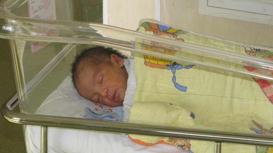 Не са осигурени шествалентни ваксини за бебетата, родени след 1 юни