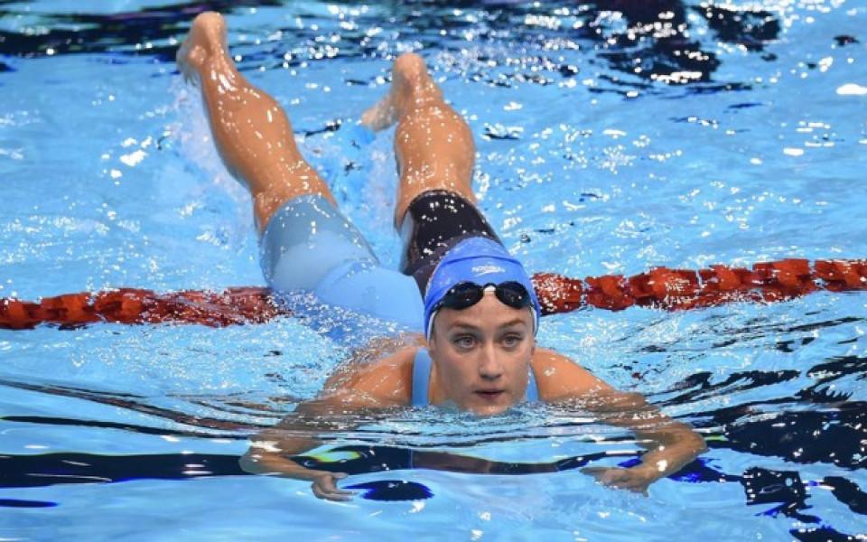 Световна шампионка по плуване се освободи, скъса с гаджето си