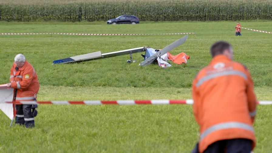 Шестима ранени при сблъсък между два малки самолета