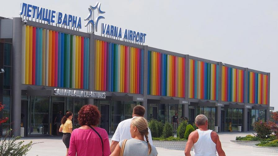 Заплашиха летище Варна с бомба