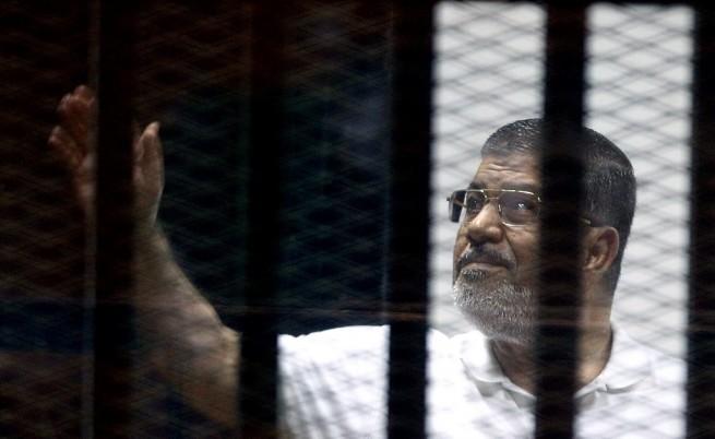 Съдят сваления египетски президент Морси и за държавна измяна в полза на Катар