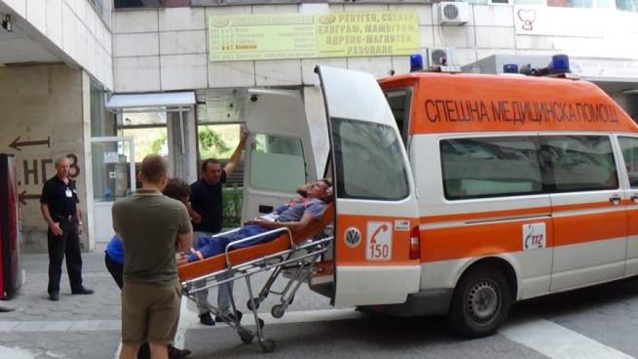 23-годишният Ив. Апостолов е с 5% изгаряния по ръцете и краката, а Н. Боянски - с 1%