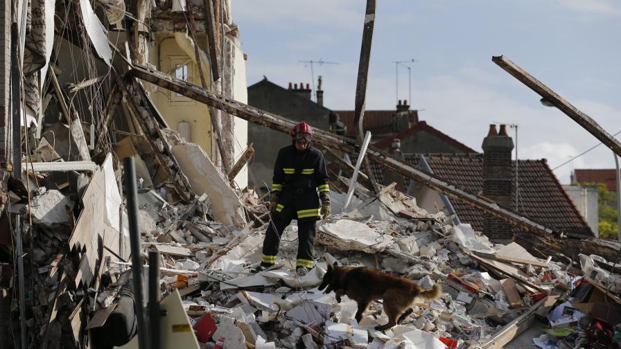 Двама загинаха, над 12 са ранени при експлозия край Париж