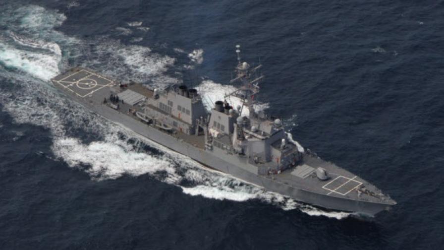 """Американският ескадрен миноносец """"Рос"""" навлезе в Черно море"""