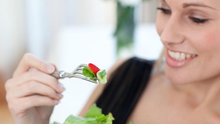 отслабване диета салата ябълка жена килограми