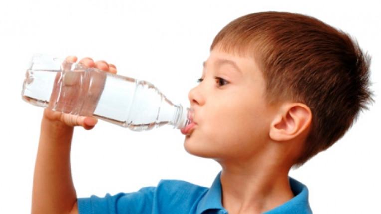 дете вода шише
