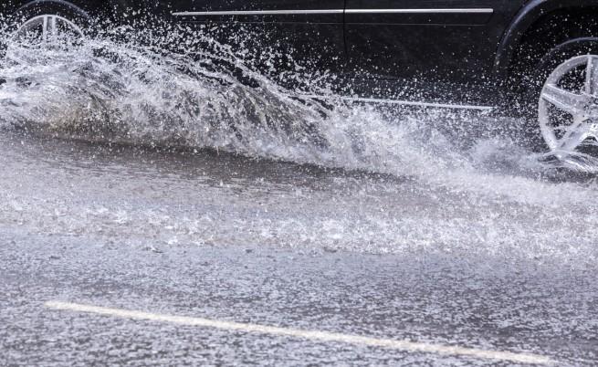 """Част от АМ """"Тракия"""" край Пловдив е наводнена"""