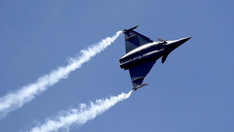 Франция е нанесла първите си въздушни удари срещу ИД