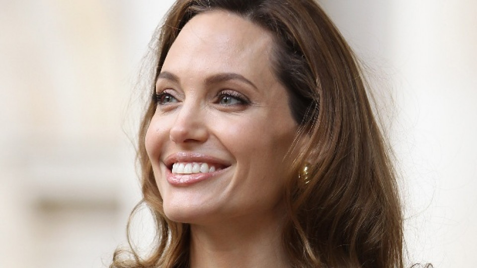 """Тайната на Анджелина Джоли - серум с """"драконова кръв"""""""