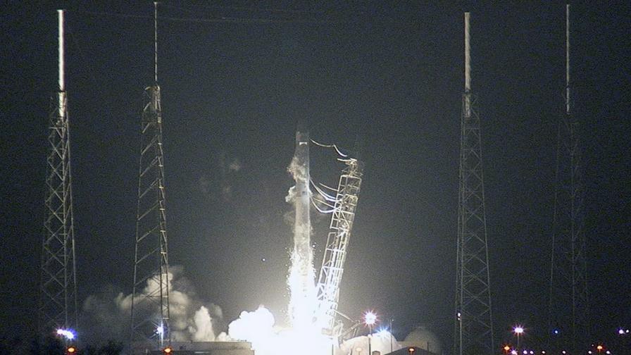 """""""Дракон"""" потегли към Международната космическа станция"""