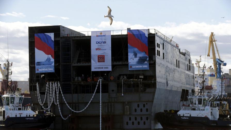 """Хеликоптероносачът """"Севастопол"""" – един от двата кораба клас """"Мистрал"""", които Русия поръча на Франция"""