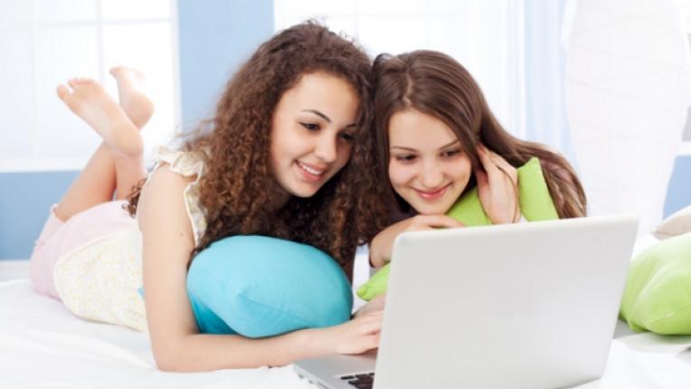 деца тийнейджър компютър интернет онлайн дете