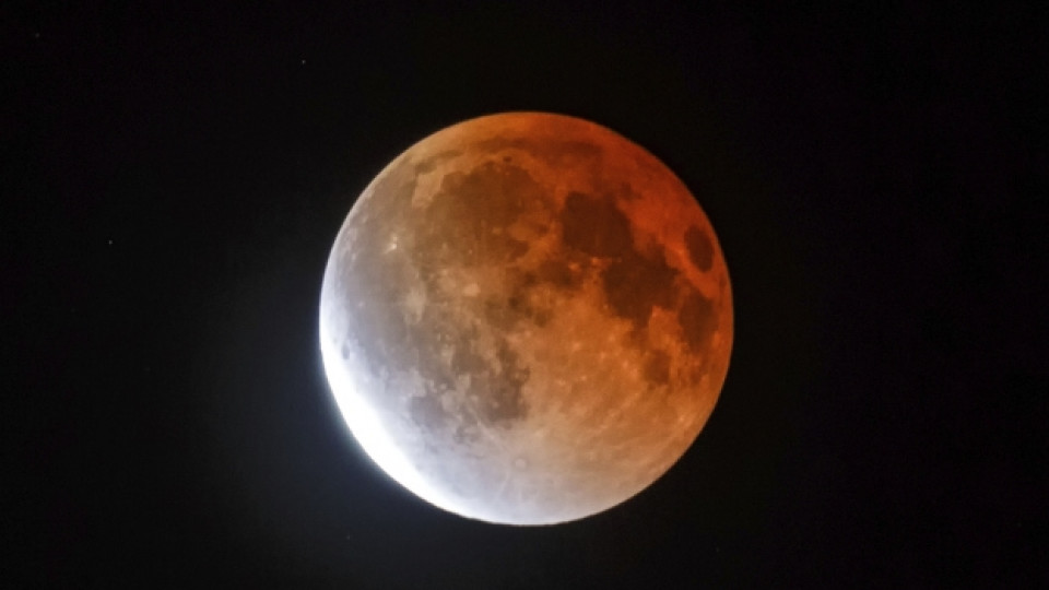 """""""Кървава Луна"""" ще изгрее над Земята"""