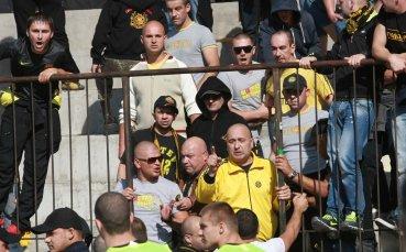 Феновете на Ботев бесни, съблякоха футболистите